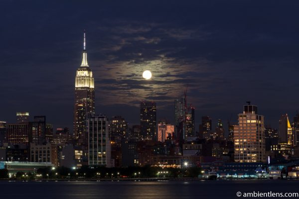 Moonrise over Manhattan, New York 4