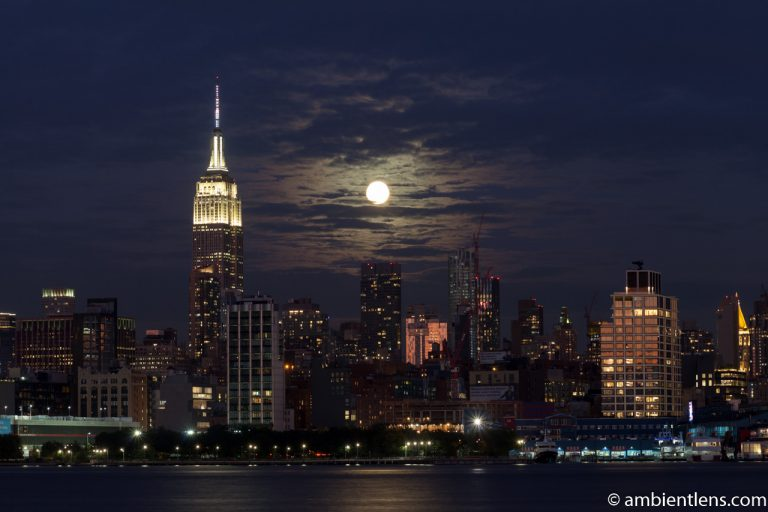 Moonrise over Manhattan, New York 4