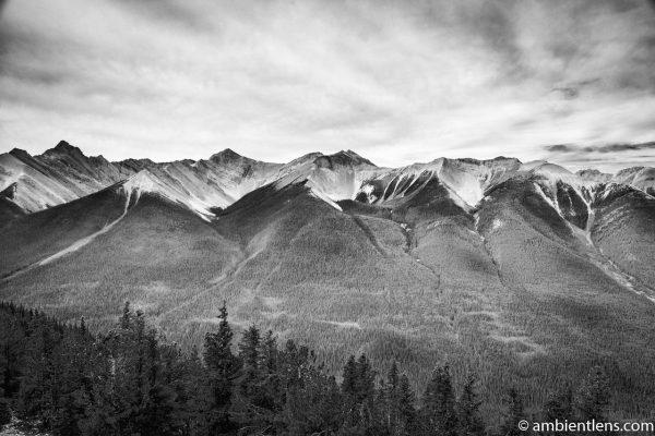 Banff Mountain Range (BW)